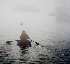en attendant que la brume se lve. (Harald Dugenet.) Tags: port bretagne bateau brume goulet atlantique annexe plouzan merdiroise radedebrest dellec portdudellec