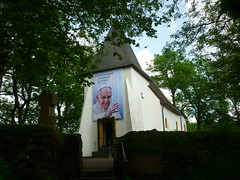 Weinfelder Kapelle (Jrg Paul Kaspari) Tags: juni eifel papst daun wanderung franziskus 2016 vulkaneifel weinfelderkapelle diemaarseetour