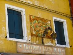 Au fil des rues... Burano (Yvette Gauthier) Tags: venise venezia italie burano