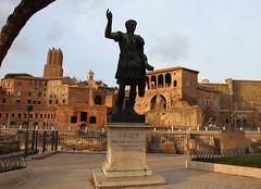 Ave, Roma! (Been Around) Tags: italien italy rome roma june statue juni europa europe italia forum eu caesar ave ita rim rom foriimperiali 2012 trajansforum thisphotorocks forumaugustus worldtrekker flickrunitedaward bauimage averoma