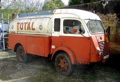 Renault Galion citerne TOTAL (gueguette80 ... Définitivement non voyant) Tags: old truck musee renault camion trucks total ancienne galion camions anciens citerne françaises mondoubleau