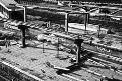 Warschauer Strae III (BenjaminBe) Tags: white black berlin 50mm site construction nikon nikkor 18 warschauer sbahnhof afd schwarzweis strase d700