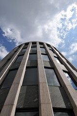 Hochaus in Kln (wuestenigel) Tags: cloud building big wolke kln gebude gros froschperspektive weitwinkel