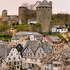 Monschau's landmark remained alive (Bn) Tags: park street flowers houses castle nature river germany walking geotagged town spring topf50 scenery blossom north ruin charm eifel historic ruine valley hillside quaint picturesque venn haller topf100 fortress narrow monschau duitsland unchanged hedges timbered roer rur hohes rhinewestphalia 100faves 50faves schild