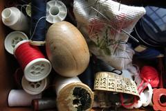 Uno para coser calcetines (Micheo) Tags: smile blog spain huevos granada eggs sonreir