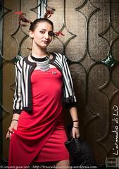 IMG_4743 (traccediscatti) Tags: donna moda rosso bianco stile nero notte abito sera ragazza capelli pubblicit collana modella abbigliamento giacca accessori vestito trecce acconciatura