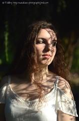 DSC_1332+ (SuzuKaze-photographie) Tags: portrait woman lyon bokeh femme parc swirly helios442 suzukazephotographie