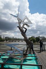 IMG_0458.jpg (mgroot) Tags: paris france art statue ledefrance fr pontdesarts paris2016