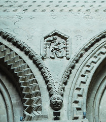 Wall detail from the nave (DameBoudicca) Tags: sculpture france church frankreich nef arch cathedral roman arc kathedrale catedral iglesia kirche skulptur medieval notredame relief escultura chiesa cathdrale nave normandie romanesque normandy francia glise arco middleages bayeux kyrka medioevo bogen cattedrale frankrike relieve scultura moyenge romnico mittelalter romanik katedral romanica navata edadmedia medeltiden mittelschiff bge romansk mittskepp lnghus valvbge navecentrale