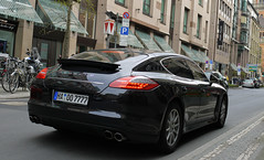 Porsche Panamera S (MauriceVanGestel Photography) Tags: auto family black cars car sport germany de deutschland grande big d centre negro familie north s stadtmitte german coche porsche alemania autos dsseldorf rhine altstadt zentrum zwart centrum coches germancar deutsch duitsland spoiler k knigsallee gezin duits groot alemn westphalia northrhinewestphalia familycar binnenstad panamera rhinewestphalia northrhine porschepanamera dsseldorfgermany blackporsche duitseauto deutscheauto dsseldorfdeutschland vierdeurs porschepanameras panameras blackpanamera knigsalleedsseldorf gezinsauto gezinswagen familieauto foordoor carsdsseldorf autosdsseldorf kdsseldorf zwarteporsche cochesdsseldorf porschedsseldorf centrumdsseldorf vierdeursporsche foordoorporsche panamerasport panameradsseldorf zwartepanamera zentrumdsseldorf