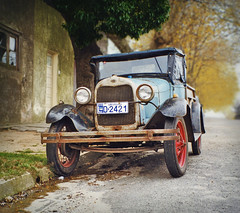 Still Running, Colonia, Uruguay (elpedalero) Tags: travel viaje latinamerica americalatina southamerica car bicycle america geotagged uruguay cycling interesting traffic map streetscene submarine coastal latin latinoamerica tropical valledelaluna viagem colonia oldcar hubcap geotag recent bicycletouring biketour licenceplate submarino adventurecycling iberoamerica elsubmarino coastalbiketour elpedalero pedalero