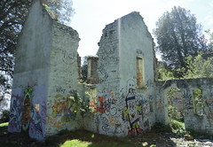 Adfail Bae 'St Mary's Well' Bay Ruin (norman preis) Tags: uk sea abandoned wales island graffiti y path walk wwii cymru hunting ruin may vale mai bunker hunter sully bae derelict fro mor 2012 pillbox walkies urbex the stmaryswellbay cerdded costalpath ynys arfordir adfail derelicte lavernock expore llwybrarfordirol swanbridge ballrock dmeurig larnog normanpreis mycostalpathisbetterthanyours fforio