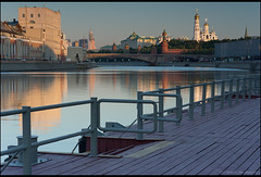 Moscow. The view from the pier bridge Ust'insky the Kremlin. (Yuri Degtyarev) Tags: bridge zeiss river pier moscow sony tripod jena carl m42 yuri polarizer kremlin linear  slik  cokin nex p120 tessar   5028 degtyarev  gnd8 p121s p160  42 ustinsky nex7 gnd33