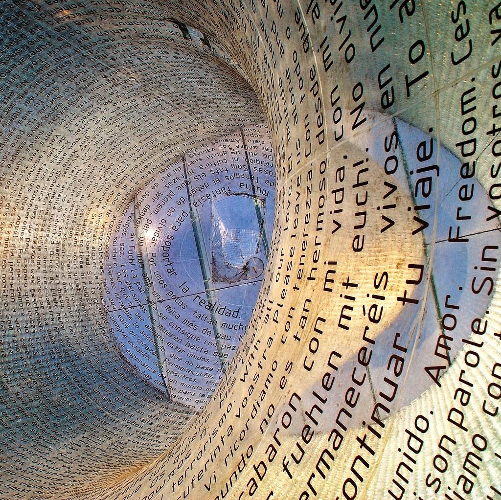 17 monumento v ctimas 11m 3436 javier1949 tags madrid azul arquitectura monumento fam estaci n