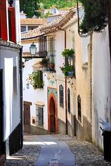 Granada : An alley in  Albaicn  - 2/2 (Pantchoa) Tags: espaa andaluca spain alley nikon granada ruelle andalusia albaicn rawfile callejn d90 capturenx2 ringexcellence viewnx2
