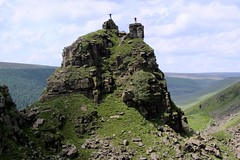 Alport Tower.. (Mike-Lee) Tags: mike jill walk derbyshire peakdistrict sunny climbing clone scrambling alportcastle cloningabout june2012 alporttower