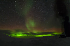 Heads up! (Benocrash) Tags: snow green norway night lights vert pole svalbard arctic observatory aurora neige polar northern kho nuit kjell unis borealis arctique longyearbyen northernmost polaire norvge henriksen aurores borales d7100