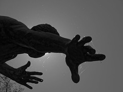 La main - The hand (p.franche) Tags: brussels blackandwhite man blanco monochrome statue europe hand belgium belgique noiretblanc main negro bruxelles panasonic dxo brussel zwart wit hdr schaarbeek schaerbeek homme  belge schwarzweis mustavalkoinen inbiancoenero svartochvitt flickrelite parcjosaphat josaphatpark  bestofbw fz200 bore  pascalfranche pfranche skancheli