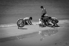 """""""Riflessioni"""" (Antonio Casti) Tags: street italy italia mare liguria it riflessi viaggio spiaggia biancoenero giochi lerici casty"""