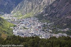 Andorra la Vella i Les Escaldes (kike.matas) Tags: canon arboles valle ciudad paisaje tokina casas andorra montaas pirineos andorre andorralavella principatdandorra  kikematas canoneos6d lesescaldes tokinaatxm100aff28