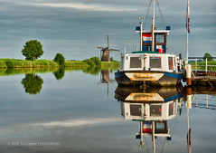 A lazy evening at Kinderdijk (Marc Haegeman Photography) Tags: wind windmills kinderdijk thenetherlands holland zuidholland rotterdam water boot boat tree sky reflections windstill nikond800 marchaegemanphotography nederland polder outdoor travel nikon nikon2470mmvrf28eedafs