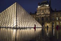DSC_2523 (Mathieu Rougnon) Tags: wedding sunset paris night french nikon europe shooting capitale mariage pyramide lelouvre parisian d800 parisien rflexion pyramidedulouvre nikkor2470mmf28