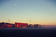 Earlybird (rama.photo) Tags: sunrise dawn am fog mist summer sommer nature daylight moon