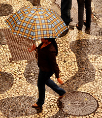 Walking in the rain (Rodrigo Soldon 2) Tags: street city cidade brazil people urban woman man men rain rio brasil umbrella walking de person persona town lluvia pessoa do day cityscape janeiro gente shots spyshot pueblo centro chuva pluie dia na rainy stadt spy cape urbana ser paysage popolo da pioggia humano sombrilla paraguas brolly regen ville andando volk spyshots guarda gril citt peuple  parapluie urbain povo lluvioso guardachuva chuvoso oppidum  regenschirm regna  populus sombrinha stadsgezicht    bylandskab