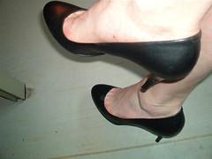5690017934_9f85ddb819_z (grandmacaon) Tags: pumps highheels stilettos lowcut talonsaiguille escarpins sexyheels hautstalons toescleavage