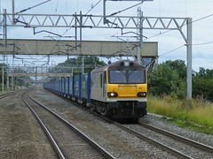 92041 Vaughan Williams on the 4S43 Daventry to Mossend 'Tesco Express' through Acton Bridge, 13th Aug 2011. (Dave Wragg) Tags: vaughanwilliams tescoexpress class92 actonbridge 92041 4s43