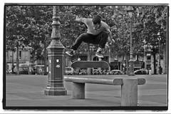 DSC_3291_nb2 (Captain'Conso) Tags: street blackandwhite paris france 50mm nikon skateboarding noiretblanc session d3s wwwridethefirenet