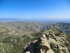 1205 View towards Sabino Canyon from Brinkley Point (c.miles) Tags: sabinocanyon santacatalinamountains thimblepeak blackettsridge sycamorereservoir gibbonmountain brinkleypoint minerspools