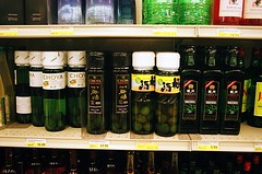 06050019-84 (jjldickinson) Tags: food retail shopping japanese design display packaging groceries mitsuwa olympusom1 torrance fujicolorsuperiaxtra400 promastermcautozoommacro2870mmf2842 promasterspectrum772mmuv roll490o2
