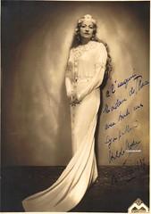 NYSA, Hilda, Elsa, Lohengrin (Operabilia) Tags: wagner elsa soprano monnaie lohengrin hildanysa corneildethoran claudepascalperna