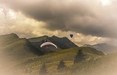 Soaring Serein  Samons (Frdric Fossard) Tags: texture nature montagne alpes vent grain ciel soaring nuage paysage calme parapente abstrait hautesavoie surraliste alpages samons chardonnire parapentise