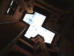 Gomtrie (MTphotographies) Tags: light sky lyon chaud vieux traboule gomtrique