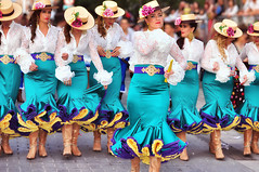 Roses & Hats (Images  Fantasy) Tags: morosycristianoselda2016 woman tradition streetphotography parade party fiesta exuberantparty escuadra entradacristiana eleganciafestera elda desfile comparsa callejera alegra alacant holidays celebration