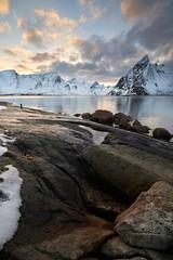 Hamny #3 ~ Moskenesya [ les Lofoten ~ Norvge ] (emvri85) Tags: lofoten norvge norway zeiss neige snow hamny montagnes mountains nordland leefilters hiver winter moskenesya 15mm