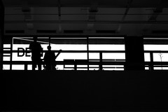 Geometria - Frestras (renanluna) Tags: blackandwhite bw eye brasil canon museu br sopaulo shapes highcontrast pb exposition sp olho cracks formas 55 pretoebranco monocromia 011 exposio masp geometria altocontraste canoneosdigitalrebelxs dedentroedefora frestras ef50mmf18iirenanluna