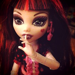 Draculaura - Monster High (anilineblack) Tags: monsterhigh draculaura dayatthemaul