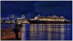 Queen Mary 2 in Hamburg ( QM2 ) (meypictures) Tags: ocean longexposure night
