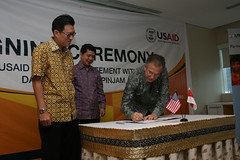 USAID Helps Indonesian Agribusinesses in Partnership with Bank Danamon (USAID Indonesia) Tags: vegetables employment harvest property valve marketplace agriculture supplies financial economy microcredit surplus prosperity supplement fiscal economicgrowth microeconomy macroeconomy economicpolicies culturegrowth cropvalue chaincrops hardcrops economicvalves