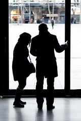 La couple en contrejour au Centre Pompidou (Paolo Pizzimenti) Tags: paris film 50mm couple paolo femme olympus dxo f2 centrepompidou contrejour homme beaubourg e5 pellicule ziuiko