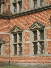 Windows on the west front of the Bathhouse (Badstuen or Badstueslottet) built by Frederik II at Federiksborg (c.1580) (Rubens1577) Tags: building tower castle window architecture denmark stonework spire pediment floris brickwork bathhouse frederiksborg frederiksborgslot hillerød danisharchitecture badstuen fourlight christianiv frederikii frederiksborgcastle badstueslottet hillerødsholm johanfloris