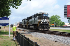 NS #2636 Southbound (Fred Watkins (kg4vln)) Tags: railroad nikon railfans d3000 kg4vln jimbasting depotrow