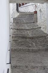 Entre el cielo y el suelo. (elojeador) Tags: ventana pared reja calle escalera piedra maceta baranda escaln tinao elojeador contendenciaaquedarmecalvo