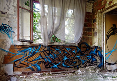 Weis (blairniemichelle) Tags: art aerosol ambiance atg abandonee abandone action abstrait amwa explore explorer rouille tag tags tracedirect terrain urbex mur lumière idf paint paris degrade decay fenetre window graff graffiti moisissure weis canz bleu blue