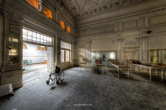 A flood of light (Fine Art Foto) Tags: haus der anatomie house anatomy physio schule school urbex urbanexploration urbandecay urban lostplace lostplaces lost abandoned aufgegeben oblivion rotten decaying decay derelict
