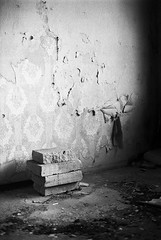 If these walls could speak (Tiefengeist) Tags: 50mm delta 400 rodinal nikonfe ilford ilforddelta400 1100 oneshot agfarodinal r09 ais50mmf12 rodinalr09oneshot1100