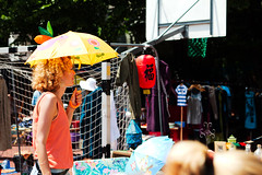 Yellow umbrella (Gulius Caesar) Tags: people yellow umbrella canon munich eos rebel market flea glockenbach t2i glockenbachfest